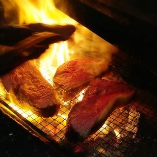 塊肉を焼くために用意された窯で焼き上げます