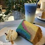 ブルーラインガレージカフェ 18 - 料理写真:カラフルシフォンケーキ ( 520円 )