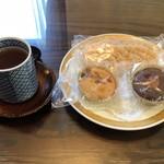 山の上ホテル - お茶とお着きのお菓子