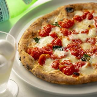 職人が丁寧に焼き上げる!季節のおすすめピッツァ各種