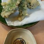 味村 - たしか某魚に大葉を巻いた天ぷら