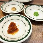 GRILL & BAR うしすけ - アンガス牛 Lボーングリルのお好み薬味 (粒マスタード、わさび、おろし玉ねぎ)