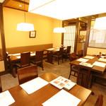 恵比寿亭 - お靴のまま入れるテーブル席