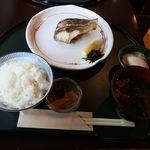 88977233 - 堺港産イサキの塩焼き
