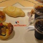 ヴィ・ド・フランス カフェ - パン3点 + アイスコーヒー2人前