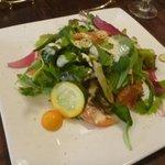 ビストロ・ポワソン・ルージュ - 豪華なランチセットのサラダ