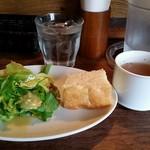 ピッコラ - ランチ サラダ、スープ、フォカッチャ
