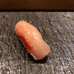 SUSHI TOKYO TEN、 新宿ニュウマン店 - 金目鯛炙り