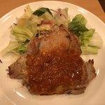 ガスト - 若鶏のグリル ガーリックソース 431円 クーポン       たっぷりマヨコーンピザ 539円