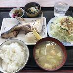 魚忠食堂 - メインはブリかまにしました