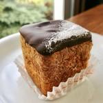 CAFÉ de ROMAN - 藻岩シュークリーム@1番人気のキュービック型のシュークリーム