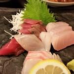 お魚のお店 福玄丸 - 刺身アップ。この日は5種類です。