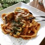 CAFÉ de ROMAN - ナスのミートソースパスタ(ハーフ)@チーズもたっぷりでナスが甘い!パスタに絡むトマトとお肉の旨み~