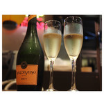 もつ鍋 みやわき - スパークリングワインが夏限定だかで、¥1500 お得〜