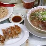 ラーメン 藤 大手筋店 - ラーメンハーフとチャーハンのセットに餃子単品