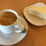 88994271 - ホットコーヒー、レアチーズケーキ