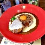フジヤマドラゴンカレー - *ロコモコチーズカレー(¥980) ※辛さ4辛、ご飯中盛、ニンニク抜き