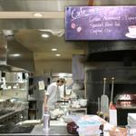 Cafe Shakey's - オープン・キッチン