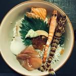 88995564 - てんこ盛り海鮮丼