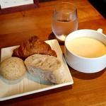GRILL KONYA - 【ランチ】パンとスープ