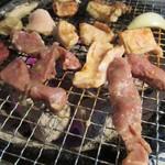塩ホルモン 栗の木 - 料理写真:七輪炭火焼き