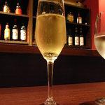 ル・レガル・トワ - グラスシャンパン