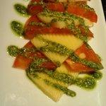 虹 - フルーツトマト??とモザレラチーズのカプレーゼ514円