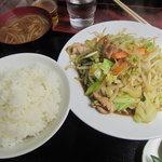 中華料理タカノ - 肉野菜炒めと半ライスをそれぞれ単品で頼んだら