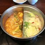 89016195 - 麻辣紅湯、コラーゲン白湯