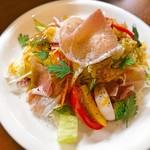 サバス - 生ハムと季節野菜のサラダ
