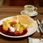 高倉町珈琲 - フルーツパンケーキ