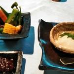 合掌レストラン 大蔵 - 自家製汲み上げ豆腐と季節の野菜朴葉味噌ディップ