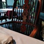 合掌レストラン 大蔵 - 内観1 庭園見渡せるテーブル席