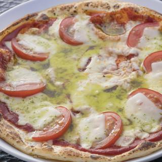 【パスタ、ピザ、バーガー、カレー等種類豊富!】自慢の料理