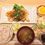 89031417 - 鶏の唐揚香味ダレ定食(1382円)