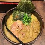 麺処 とりぱん - しょうゆ770円 麺 太 縮れ スープ 鶏 醤油 チャーシュー レア大1枚 トッピング  穂先メンマ 海苔 ネギ 魚粉? 背脂 無し