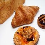 Boulangerie bee - タルト、クロワッサン、