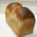 Boulangerie bee - 山高全粒粉パン 520円