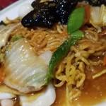 吉伝 - 麺のアップです。