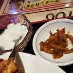 89042185 - ザーサイと杏仁豆腐です。