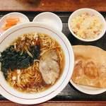 金春本館2号店 - ランチ定食 ラーメン+ミニ炒飯+餃子3つ 税込@650円