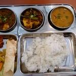 デニス キッチン アジアンダイニングバー - ヒマラヤンネパールカレーセット