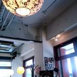 デニス キッチン アジアンダイニングバー - 照明は和風