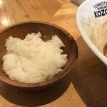 豚骨まぜそば KOZOU+ - 平日ミニライス100g(50円)