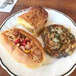 レストラン レ・フレール - 3種のチーズ、蒸し鶏と梅肉の大葉れんこんガレット、夏野菜のナポリタンドッグ