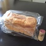 ブルージャム - 角食パン ワインコルクとの対比ですが大きさわかるかな?