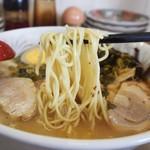 ラーメン角萬 - 特製ラーメン(麺)
