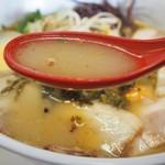 ラーメン角萬 - 特製ラーメン(スープ)