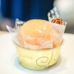 パティシエ・エイジ・ニッタ - 料理写真:桃のスフレケーキ