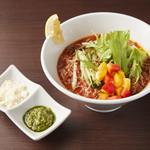 たっぷり野菜のトマト冷麺